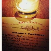9/25/2011 tarihinde Justin A.ziyaretçi tarafından Maude's Liquor Bar'de çekilen fotoğraf