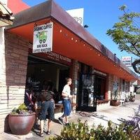 4/29/2011 tarihinde Alex F.ziyaretçi tarafından Bird Rock Coffee Roasters'de çekilen fotoğraf