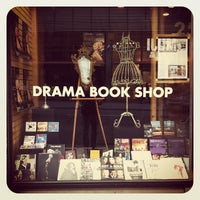 Das Foto wurde bei Drama Book Shop von Justin D. am 11/12/2011 aufgenommen