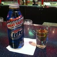 Foto tomada en Budweiser Racing Track Bar & Grill por Rene Hollywood R. el 4/27/2012