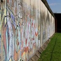 Снимок сделан в Мемориальный комплекс «Берлинская стена» пользователем Best Western Central Europe 7/15/2011