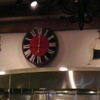 Foto tomada en Virgilio's Pizzeria & Wine Bar por Ian P. el 1/14/2012