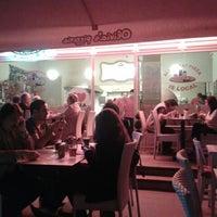 Foto scattata a Olivia's Pizzeria da Tugrul A. il 5/5/2012
