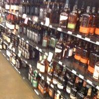 Photo prise au Argonaut Wine & Liquor par Alexander F. le9/22/2011