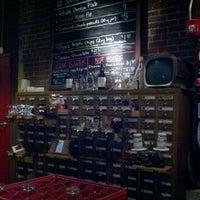 2/19/2012 tarihinde Cat L.ziyaretçi tarafından Fullsteam Brewery'de çekilen fotoğraf