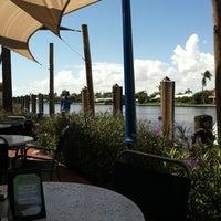 Das Foto wurde bei Shooters Waterfront von Rosemary M. am 9/19/2011 aufgenommen