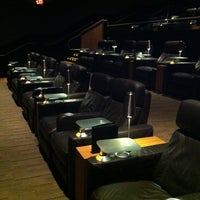 Photo prise au Cinepolis Luxury Cinemas par Dan G. le8/26/2012