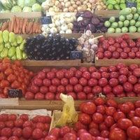 6/19/2012 tarihinde Alexandra D.ziyaretçi tarafından Danilovsky Market'de çekilen fotoğraf