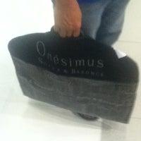 Foto tirada no(a) Onésimus por Sasa Q. em 3/11/2012