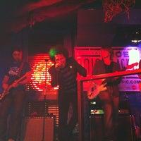 Photo prise au Moe Club par Carola Amelia C. le4/29/2012