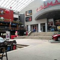 รูปภาพถ่ายที่ Plaza de Las Américas โดย Fabian R. เมื่อ 3/20/2012