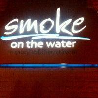 Foto tomada en Smoke on the Water por Petie H. el 2/10/2012