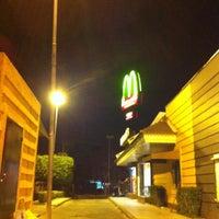 Foto tirada no(a) McDonald's por Flavio T. em 8/25/2012
