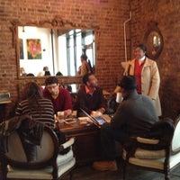 Снимок сделан в Lenox Coffee пользователем HarlemGal -. 3/31/2012