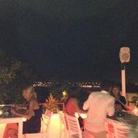 Foto diambil di Beluga Bar Karma Sky Lounge oleh Kadir G. pada 6/25/2012