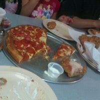 Foto diambil di Sharkey's Pizza & Games oleh Genevieve S. pada 1/30/2011