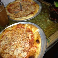 Foto diambil di Crocodile Lounge oleh Jackie N. pada 4/29/2012