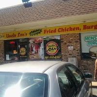 Foto tirada no(a) Uncle Lou's por Rick J. em 8/22/2012