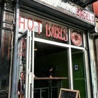 Foto tirada no(a) Tompkins Square Bagels por Phil T. em 3/24/2012