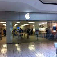 4/11/2012에 Rainer S.님이 Apple Beverly Center에서 찍은 사진