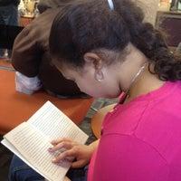 Foto scattata a Queens Library at Sunnyside da Pa P. il 2/18/2012
