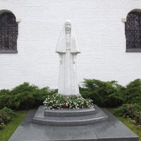 6/3/2012 tarihinde Liza S.ziyaretçi tarafından Marfo-Mariinsky Convent'de çekilen fotoğraf