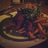 Foto tomada en Muddy Waters Bar & Eatery por Ammy T. el 2/13/2012