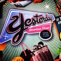 8/11/2012 tarihinde Rafael Z.ziyaretçi tarafından Yesterday American Diner'de çekilen fotoğraf