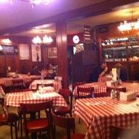 Foto diambil di Kinchley's Tavern Inc. oleh Thomas G. pada 8/10/2011