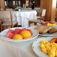 Foto scattata a Hotel Royal Continental da Elfred S. il 7/8/2012