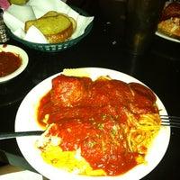 Das Foto wurde bei Campisi's Restaurant - The Egyptian Lounge von Holly I. am 9/6/2012 aufgenommen