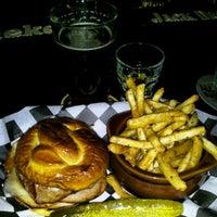 Foto diambil di Ringo's Pub oleh Lisa P. pada 7/26/2012