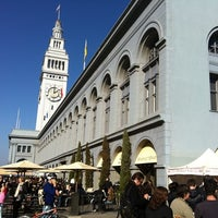 Foto tirada no(a) Ferry Plaza Farmers Market por Matty H. em 12/17/2011