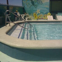 Das Foto wurde bei The Float Pool And Patio Bar von Madison P. am 9/7/2011 aufgenommen