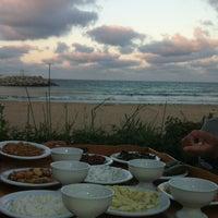 8/26/2012 tarihinde Belinda D.ziyaretçi tarafından Hanımeli Balık Restaurant'de çekilen fotoğraf
