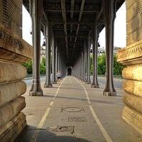 Das Foto wurde bei Pont de Bir-Hakeim von Bois H. am 8/14/2012 aufgenommen