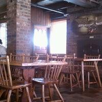 Foto tirada no(a) The Fireplace Restaurant por Ben T. em 6/30/2012