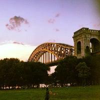 Das Foto wurde bei Astoria Park von Daryl Ray C. am 7/6/2012 aufgenommen