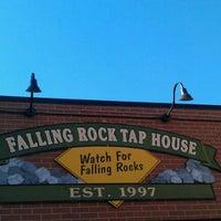 Foto scattata a Falling Rock Tap House da Rachel S. il 9/30/2011