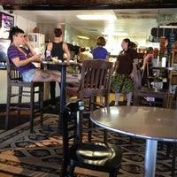 Das Foto wurde bei Drunken Monkey Coffee Bar von John W. am 6/12/2012 aufgenommen