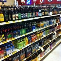 Foto tomada en Binny's Beverage Depot por Bob M. el 9/16/2011