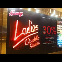 รูปภาพถ่ายที่ Neway Karaoke Box โดย Leon D. เมื่อ 1/27/2012