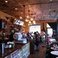 8/27/2011 tarihinde Matt V.ziyaretçi tarafından One Shot Cafe'de çekilen fotoğraf