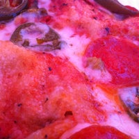 Foto tomada en Zeffiro New York Pizza por Joseph H. el 7/15/2011