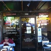 Foto scattata a La Rocco's Pizzeria da David R. il 1/29/2012