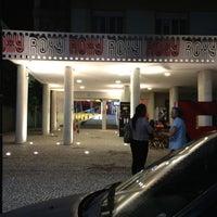 Foto tirada no(a) Cine Roxy por Pri L. em 5/26/2012