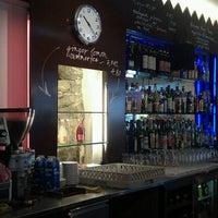 Photo prise au Adriano's Bar & Café par Mark le5/23/2011