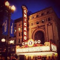 Foto tirada no(a) The Chicago Theatre por Brandon M. em 6/2/2012