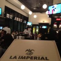 รูปภาพถ่ายที่ La Imperial โดย Pedro T. เมื่อ 2/19/2012