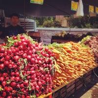 Foto diambil di Union Square Greenmarket oleh Matthew B. pada 7/4/2012
